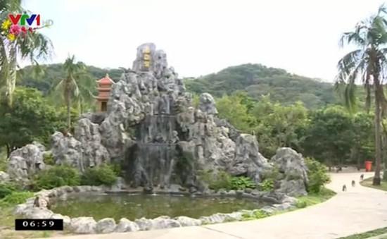 Khách du lịch tấp nập đến đảo Khỉ đầu năm Bính Thân