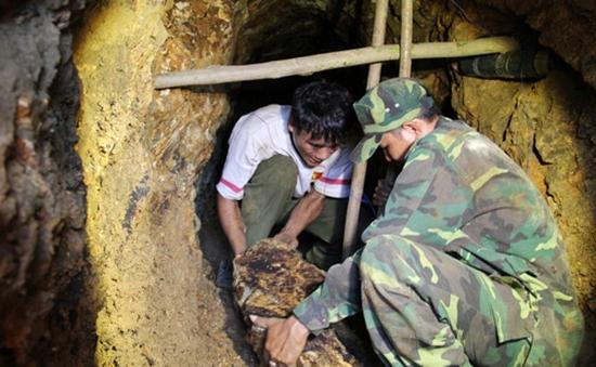 Cuộc sống lao lực đầy nguy hiểm của phu vàng ở Quảng Nam