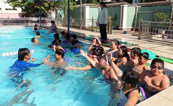 Long An tăng cường dạy bơi cho học sinh tiểu học