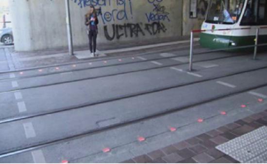 Đèn giao thông cho người nghiện điện thoại tại Đức