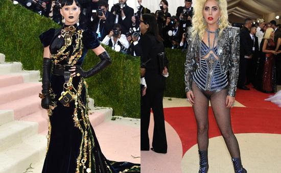 Met Gala 2016: Lady Gaga, Katy Perry nổi bật với phong cách dị biệt