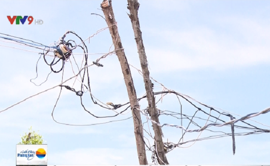 Long An: Đường điện mục nát tiềm ẩn nhiều nguy hiểm