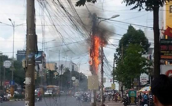 TP.HCM: Dây điện và cáp viễn thông bất ngờ bốc cháy