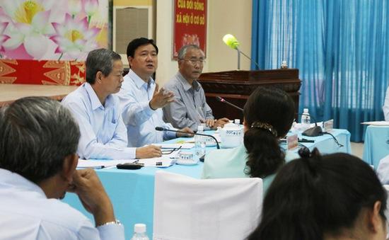 TP.HCM điều Trưởng phòng TNMT huyện Hóc Môn về làm chuyên viên phòng Nội vụ