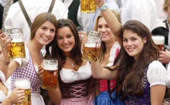 Trang phục truyền thống của lễ hội bia Oktoberfest