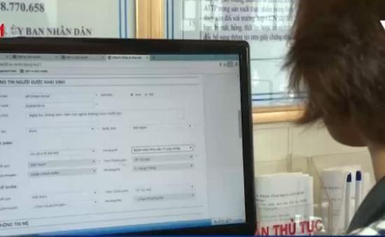 Hà Nội: Người dân ngồi nhà cũng có thể khai sinh, đăng ký kết hôn