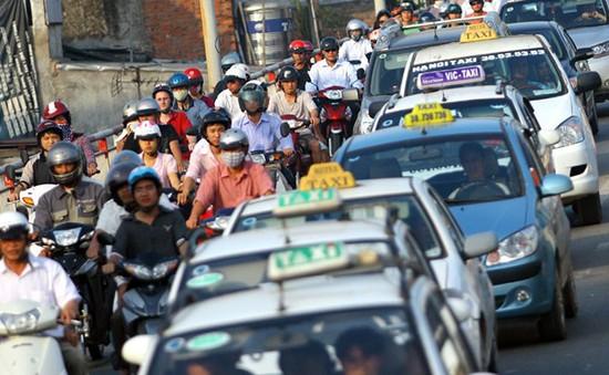 Cước vận tải rục rịch tăng theo giá xăng