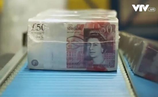 Đồng bảng Anh trượt giá mạnh nhất trong 32 năm