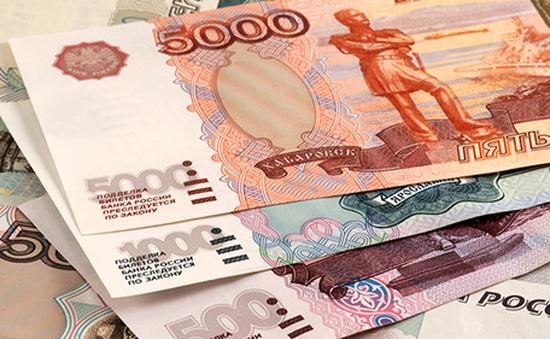 Đồng ruble của Nga tiếp tục mất giá mạnh