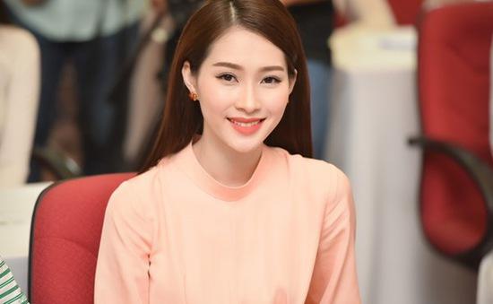 Đặng Thu Thảo đẹp dịu dàng chấm thi Hoa hậu Việt Nam 2016