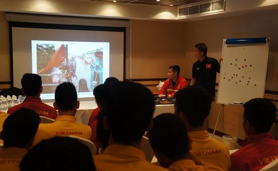 Cầu thủ U19 Việt Nam lặng người khi biết tin miền Trung chịu lũ lụt lịch sử