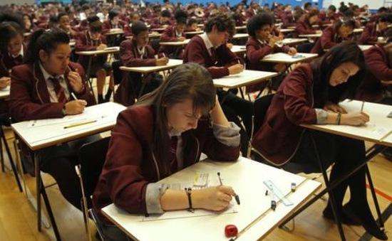 Visa khó khăn, nước Anh kém hấp dẫn với sinh viên quốc tế