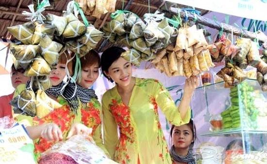 Hàng trăm món ăn đặc sắc tại lễ hội bánh dân gian Nam Bộ