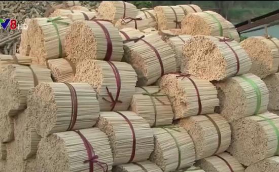 Sản xuất đũa tre bằng hóa chất và bột lạ