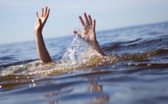 Đăk Lăk: Rơi xuống hố trữ nước tưới cà phê, 3 học sinh thiệt mạng