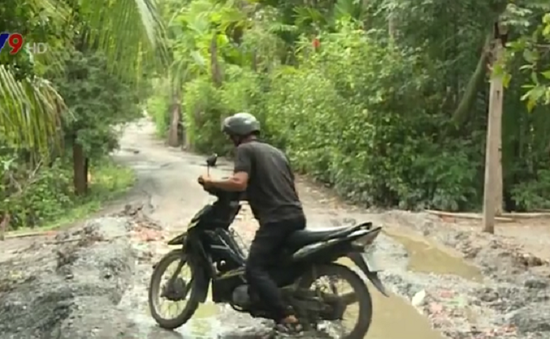 Người dân Tiền Giang bất an với đường xuống cấp