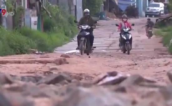 """Người dân nơm nớp với con đường """"đau khổ"""" ở Đồng Nai"""
