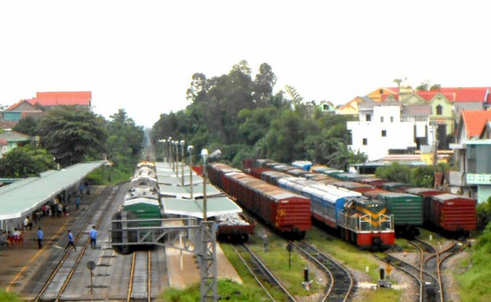 Quảng Bình: Các đoàn tàu nằm dọc đường đã về ga