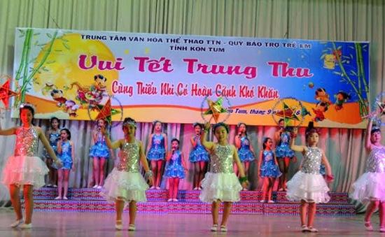 Kom Tum: Trẻ em có hoàn cảnh khó khăn vui Tết Trung thu