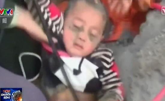 Trung Quốc: Giải cứu em bé 3 tuổi mắc kẹt trong giếng