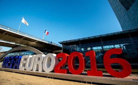 """EURO 2016 - Liều thuốc """"quý"""" giải quyết bồn bề lo toan của nước Pháp và châu Âu?"""