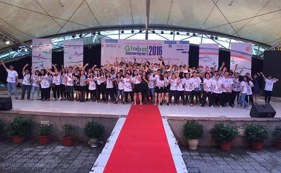 Giới trẻ hào hứng tham gia Ngày hội tình nguyện toàn cầu 2016
