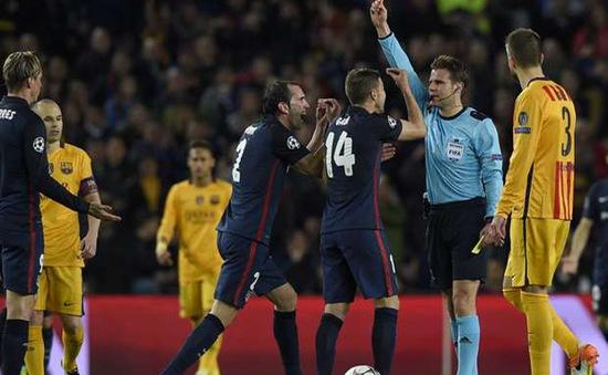 Torres không xứng đáng phải nhận thẻ đỏ!