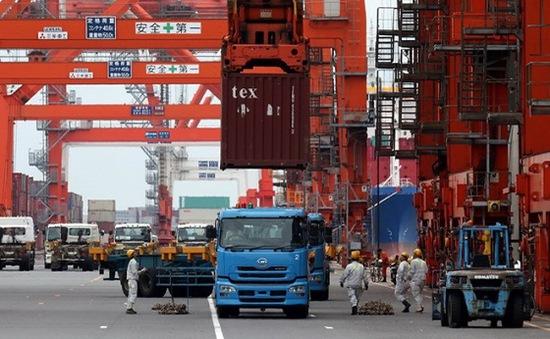 Fitch hạ triển vọng nợ của Nhật Bản từ ổn định xuống tiêu cực