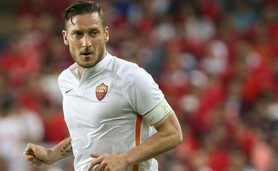 """""""Hoàng tử"""" 39 tuổi Totti là bất khả xâm phạm tại Roma"""