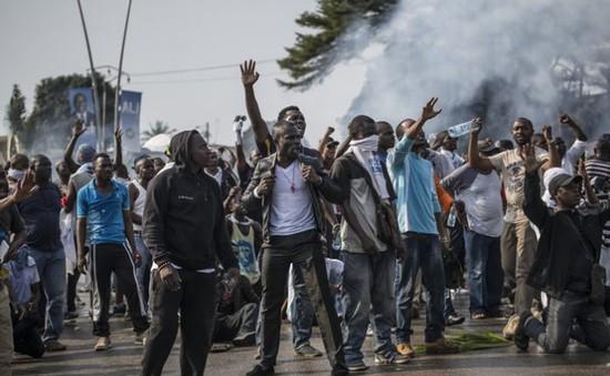 Cướp phá tại Gabon, hàng trăm người bị bắt giữ