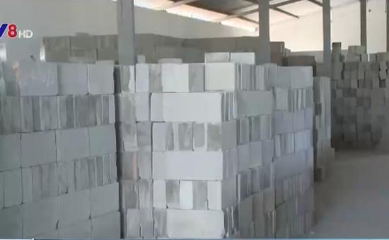 """Nhà máy sản xuất gạch không nung: """"Nghỉ nhiều hơn làm"""""""