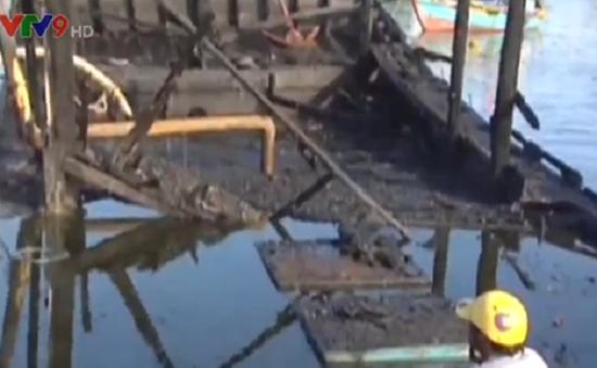 Quảng Ngãi: Nổ bình gas trên tàu cá, 2 người thương vong