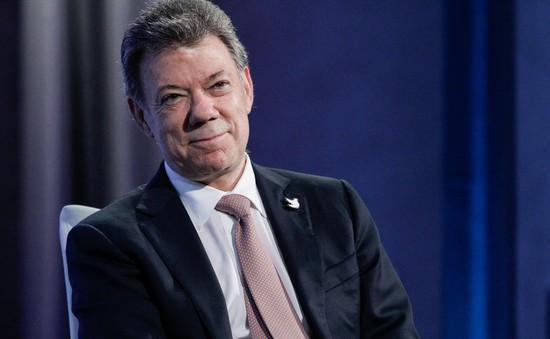 Tổng thống Colombia tặng tiền thưởng Nobel cho nạn nhân xung đột