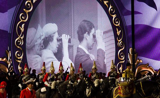 Diễu hành mừng sinh nhật lần thứ 90 của Nữ hoàng Anh