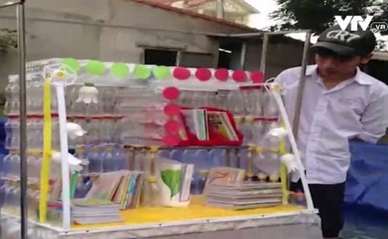 Học sinh Bình Định sáng chế giá sách chống lụt