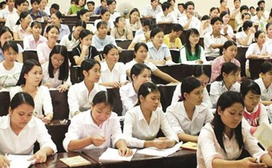 """""""Rối bời"""" trước chủ trương giảm chỉ tiêu sinh viên Đại học"""