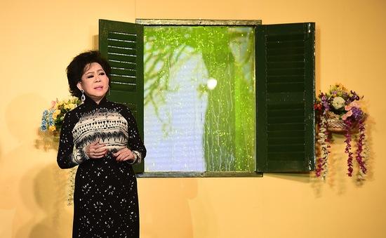 Danh ca Giao Linh đốn tim khán giả với hit về mưa