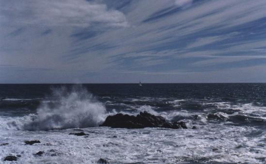 Không khí lạnh cực mạnh gây sóng to, gió lớn trên biển