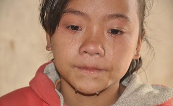 Giọt nước mắt đắng cay của bé 12 tuổi trước cảnh bố tâm thần, mẹ rũ áo ra đi
