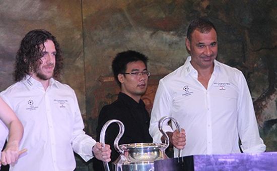 Gullit và Puyol tung hứng, chiều lòng fan Việt