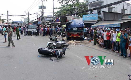 """TP.HCM: Xe """"điên"""" bất ngờ đâm vào chợ, ít nhất 2 người thiệt mạng"""