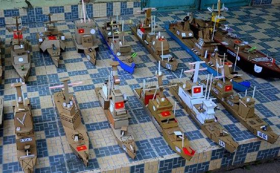 Chế tạo hạm đội tàu chiến, máy bay bằng bìa carton