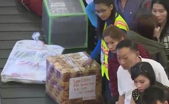 Nhiều hành khách bị rạch túi, lấy đồ tại sân bay Nội Bài
