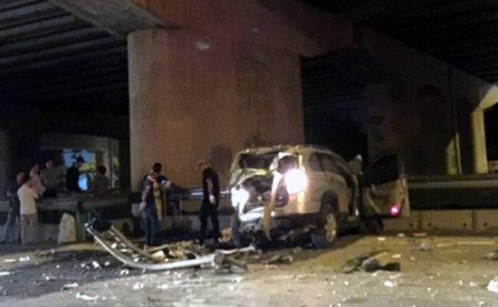 Hà Nội: Ô tô rơi từ đường trên cao, tài xế tử vong
