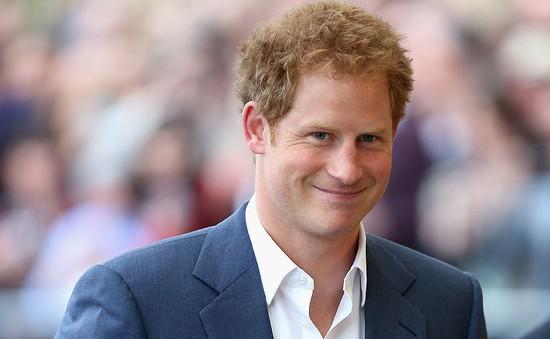 Hoàng tử nước Anh đùa về việc thừa kế ngai vàng