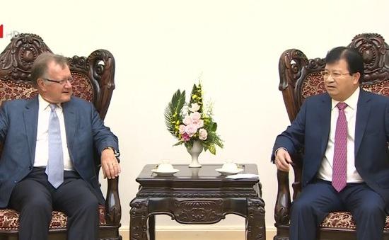 Phó Thủ tướng Trịnh Đình Dũng tiếp Giáo sư đến từ Trường Kinh doanh Havard