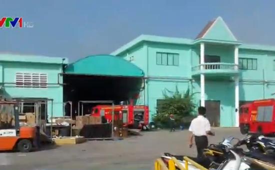 Bình Dương: Hỏa hoạn thiêu rụi xưởng chứa sơn