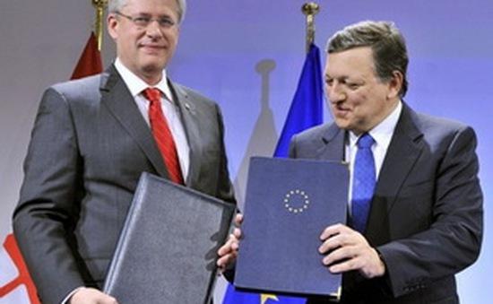 """Nhìn lại """"cú thoát hiểm"""" ở phút chót của Hiệp định thương mại tự do châu Âu–Canada"""