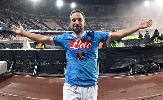 """""""Kẻ phản bội"""" Higuain bất ngờ tố ngược chủ tịch Napoli"""