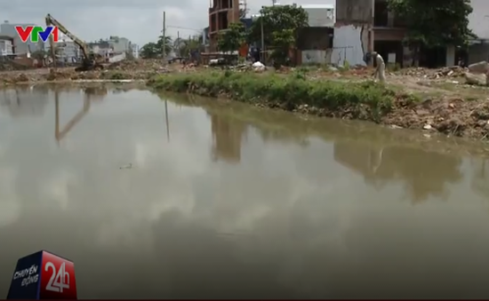 Nguy hiểm rình rập từ các hố nước tại dự án kênh Tham Lương
